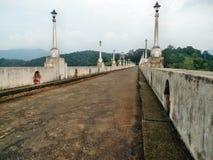 Modo della passeggiata della diga di Neyyar Immagine Stock