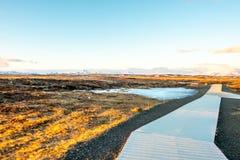 Modo della passeggiata a Gullfoss in Islanda fotografie stock