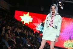 Modo di Bipa sfilata di moda 2017 di ora: Zoran Aragovic, Zagabria, Croazia Fotografie Stock Libere da Diritti