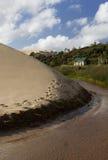 Modo dirigersi (dune di sabbia giganti di Te Paki) Fotografie Stock