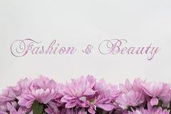 Modo e bellezza - tema con i fiori illustrazione di stock