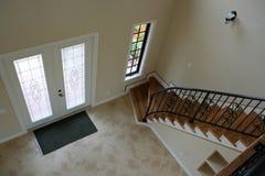 Modo e pozzo delle scale dell'entrata Fotografie Stock Libere da Diritti