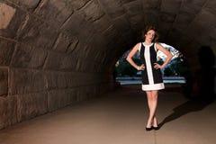 Modo elegante in sottopassaggio urbano Fotografie Stock Libere da Diritti