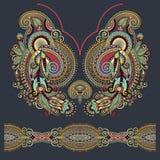 Modo floreale decorato del ricamo di Paisley della scollatura Fotografie Stock Libere da Diritti