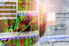 Modo moderno dello scambio Bitcoin ? pagamento conveniente nel mercato dell'economia globale Valuta digitale virtuale ed investim fotografia stock