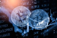 Modo moderno dello scambio Bitcoin ? pagamento conveniente nel mercato dell'economia globale Valuta digitale virtuale ed investim fotografie stock libere da diritti