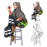 Modo musulmano della ragazza che porta velo o sciarpa verde con il rivestimento giallo e gli stivali illustrazione di stock