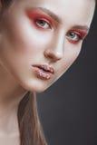 Modo-ritratto della ragazza con un trucco di fantasia Immagini Stock