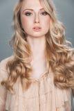 Modo-ritratto di bella ragazza elegante Fotografia Stock Libera da Diritti