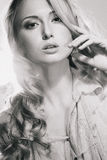 Modo-ritratto di bella ragazza elegante Immagine Stock Libera da Diritti