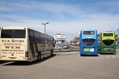 Modos de carro do treinador do ônibus do navio de transporte Fotografia de Stock