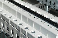 Modulare Leistungsschalter installiert in das elektrische Kabinett Stockfotografie