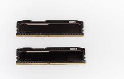 Modules de mémoire du Ram DDR4 sur le fond blanc Image stock