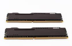 Modules de mémoire du Ram DDR4 sur le fond blanc, composante principale d'ordinateur de bureau Images libres de droits