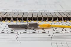 Modules de réseau de SFP pour le commutateur de réseau et la corde de correction image stock