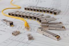 Modules de réseau de SFP pour le commutateur de réseau et la corde de correction image libre de droits