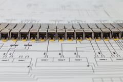 Modules de réseau de SFP pour le commutateur de réseau sur le modèle photos stock