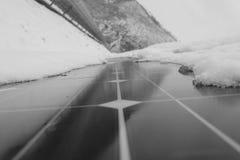 Modules photovoltaïques couverts de neige Images libres de droits