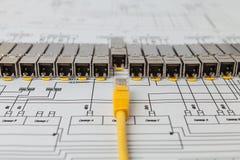 Moduli della rete di SFP per il commutatore di rete ed il cavo di toppa fotografia stock libera da diritti