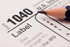 Moduli di riempimento 1040 di imposta Fotografie Stock Libere da Diritti