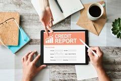Modulo di domanda rapporto di credito sullo schermo Concetto di finanza e di affari immagini stock libere da diritti