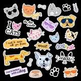 Mody łaty odznaki ustawiający kotów psy Majchery, szpilki, łatają ręcznie pisany notatki inkasowe w kreskówki 80s-90s komiczce Fotografia Stock