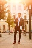 Młody biznesmen na ulicie Fotografia Royalty Free