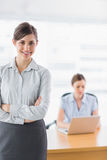 Młody bizneswoman z rękami krzyżować Zdjęcia Stock