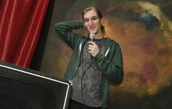 Młody człowiek na scenie z microphone_1 Zdjęcie Stock