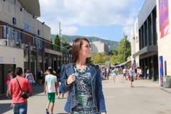 Mody dziewczyna przy Grecja wyspą Fotografia Royalty Free