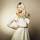Mody fotografia młoda kobieta z blondynem Zdjęcie Stock