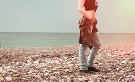 Mody kobieta na plaży Obrazy Stock