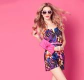 Mody kobieta w Modnej wiosny lata kwiatu sukni Zdjęcia Stock
