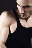 mody mężczyzna mięśniowi potomstwa zdjęcie stock