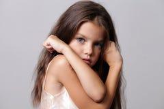Mody mała dziewczynka zdjęcia stock