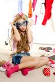 Mody ofiary dzieciaka dziewczyny garderoby upaćkany zakulisowy Fotografia Stock