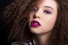 Mody piękna portret z czarnym krótkim włosy Piękny dziewczyny twarzy zakończenie up Ostrzyżenie Fryzura kraniec Fotografia Royalty Free