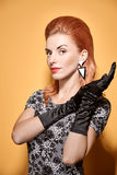 Mody piękna portreta kobieta w rękawiczkach Rocznik Obrazy Stock