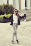 Mody przypadkowa dziewczyna plenerowa Fotografia Stock