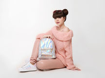 Mody spojrzenia pracowniany nastoletni styl w butach chic dziewczyn young zdjęcia stock