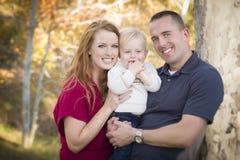 Młodzi Atrakcyjni Rodzice i Dziecko Portret Zdjęcia Stock