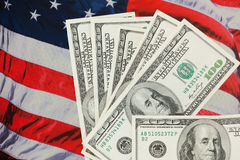 Moeda americana de encontro a um contexto da bandeira dos EUA. Foto de Stock Royalty Free