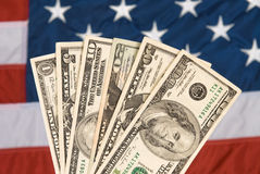 Moeda americana e bandeira Fotos de Stock