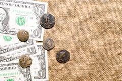 Moeda antiga com notas do retrato e do dólar no despedida Imagem de Stock Royalty Free