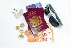 Moeda biométrica do passaporte e do euro de Reino Unido imagem de stock royalty free