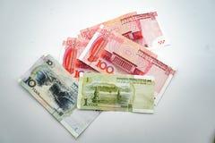 Moeda chinesa, dinheiro, yuan em um fundo branco, isolado fotografia de stock royalty free