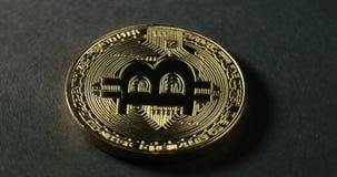 Moeda cripto de Bitcoin da moeda Moedas criptos de Bitcoin da moeda dos tiros macro que giram Vistas dianteiras video estoque