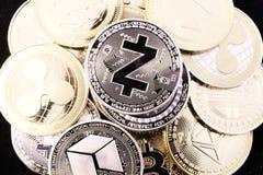 Moeda cripto de Zcash entre outras moedas fotografia de stock royalty free