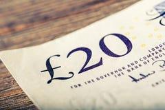 Moeda da libra, dinheiro, cédula Moeda inglesa Cédulas BRITÂNICAS de valores diferentes empilhadas em se Fotos de Stock