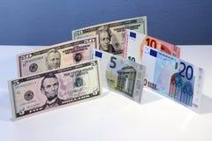 Moeda das cédulas do Euro e do dólar Foto de Stock Royalty Free